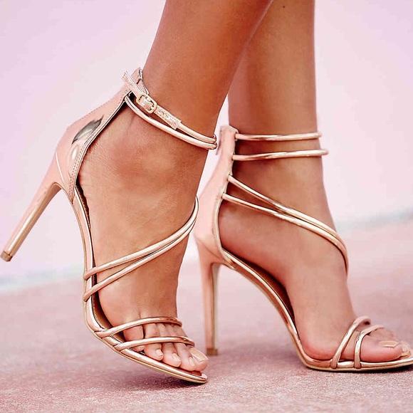 070c1459213 7M STEVE MADDEN Fico rose gold sandal. M 5b21ba087386bccbde3fabaf